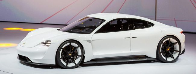 Porsche vira verso l'elettrico