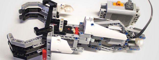 IKO: braccio robotico con mattoncini LEGO