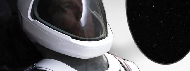 Elon Musk mostra la tuta spaziale di SpaceX