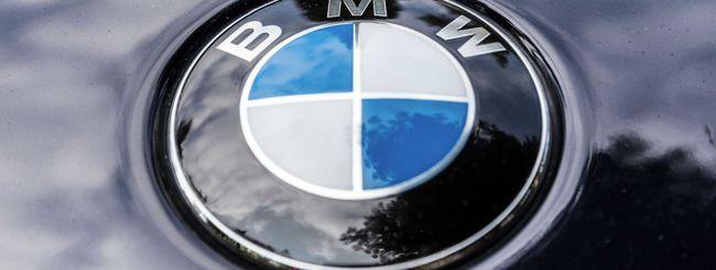 BMW, la moto elettrica si ricarica dal cavalletto