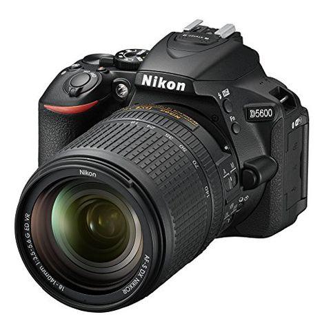 Nikon D5600 + AF-S DX NIKKOR 18-140 mm