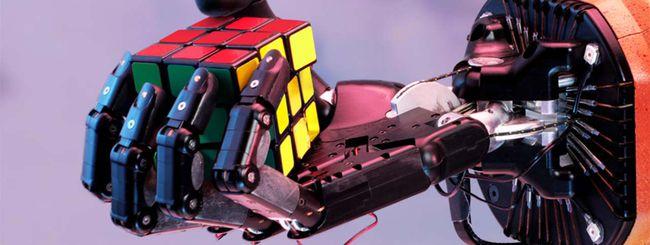 """Robot risolve cubo di Rubik con una sola """"mano"""""""