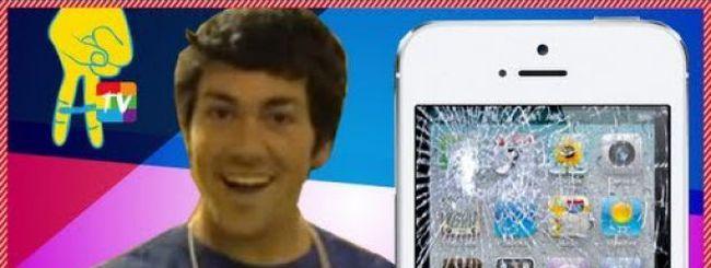 Cadono scatole di iPhone 5 davanti ai fanboy, ma è uno scherzo
