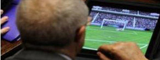 PES 2011 in Parlamento, sull'iPad di un deputato