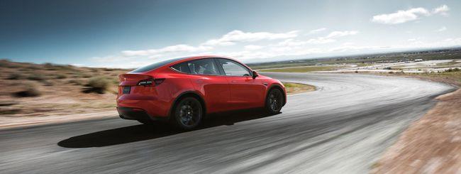 Guidatore dorme al volante di una Tesla, il video