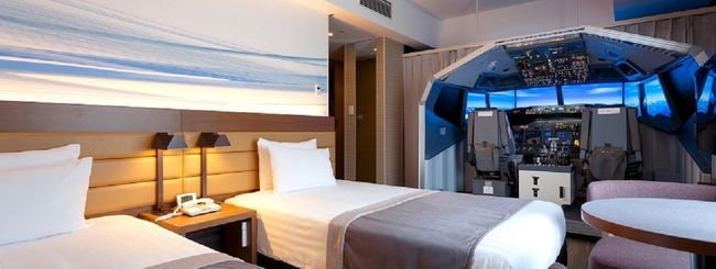Giappone, camera d'hotel con simulatore di volo