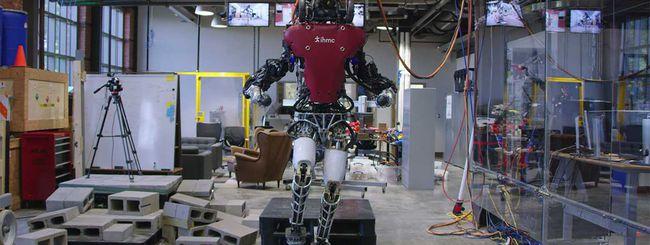Guarda il robot Atlas muoversi in spazi stretti