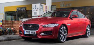 Jaguar, il pieno di benzina si paga dall'auto