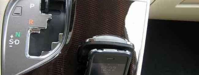 Smartphone mentre si guida? Peggio dell'alcol
