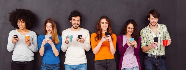 Per gli italiani, lo smartphone peggiora nel tempo
