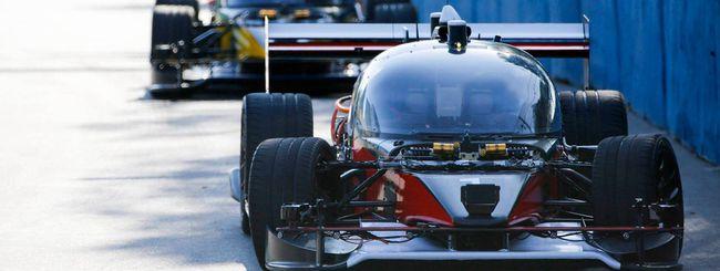 Self-driving car elettriche in gara, un incidente