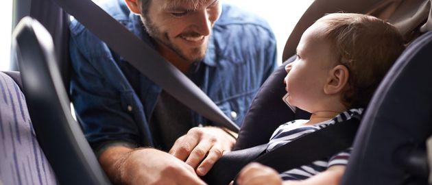 Bambino seggiolino in auto