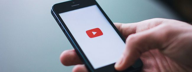 YouTube: uscire dallo schermo intero con uno swipe