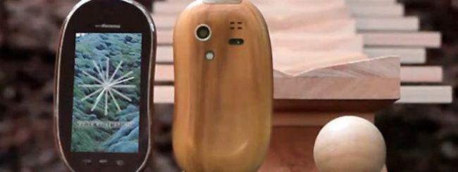 Touch Wood SH-08C, uno spot per lo smartphone in legno