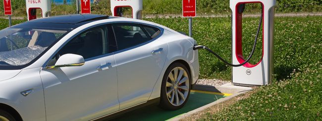 Tesla, più potenza di ricarica nei Supercharger