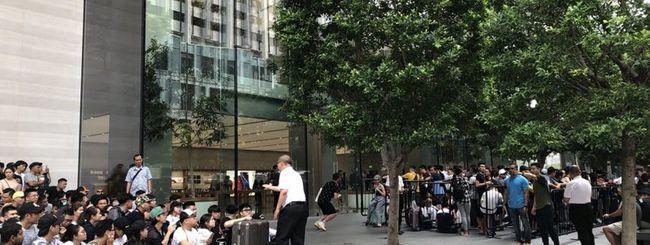 Il giorno di iPhone 11: code davanti agli Apple Store del mondo