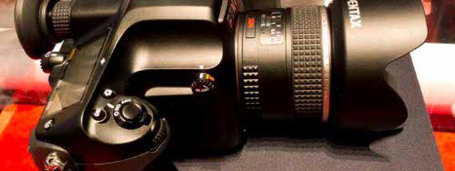 Pentax, nuova DSLR o mirrorless in arrivo l'1 giugno