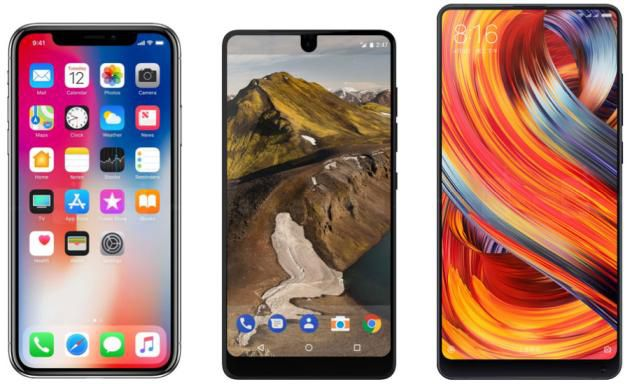 Apple iPhone X (sinistra), Essential Phone (centro) e Xiaomi Mi MIX 2 (destra).
