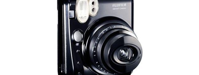 Fujifilm Instax Mini 50s, la nuova macchina fotografica scatta-e-stampa