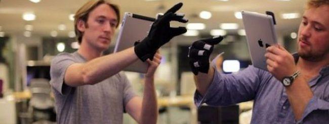Al MIT, un guanto ed un iPad per manipolare la realtà virtuale