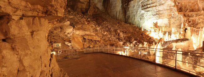 Le grotte di Frasassi e del Vento su Street View
