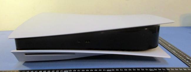 PS5, foto mostrano la console più grande di sempre