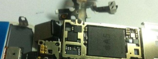 iPhone 5: una nuova foto mostra processore A5, display più grande e batteria