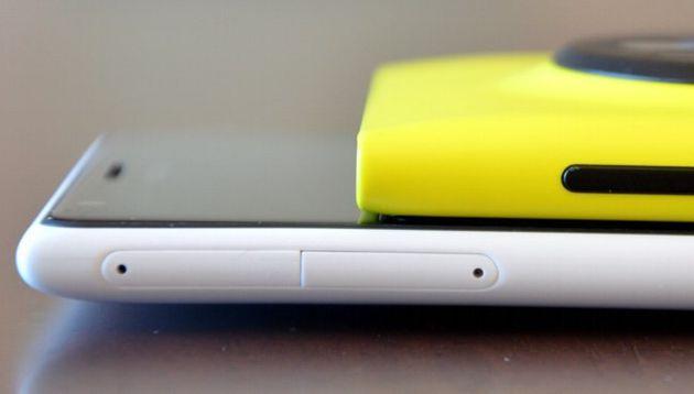 Sportelli laterali per Nano SIM e Micro SD