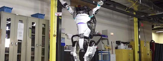 Guarda il robot bipede Atlas fare ginnastica